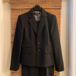 2piece Kasper suit -black